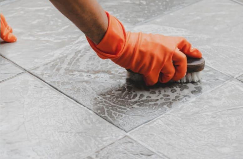 limpiar azulejos de suelo