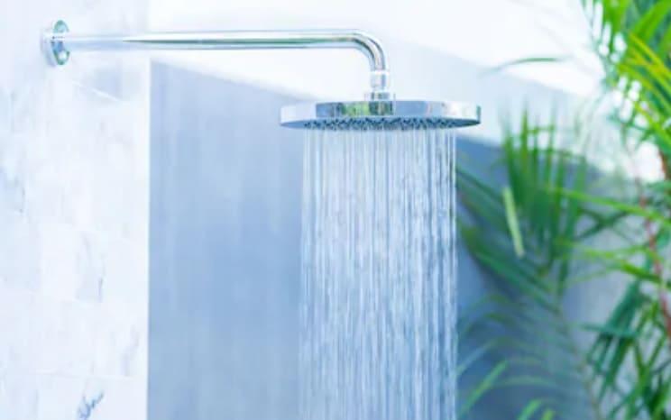 Porque cambiar la bañera por ducha en Granada en la reforma